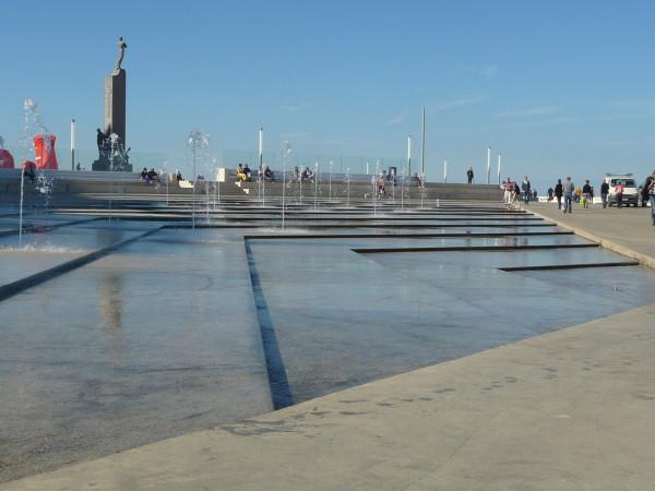 Het verzonken fonteinplein van het nieuwe Zeeheldenplein