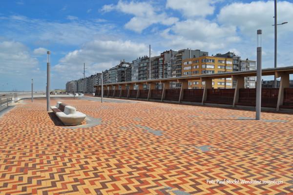 Nieuwe zeedijk in Wenduine
