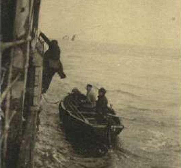 Loods klimt van schip