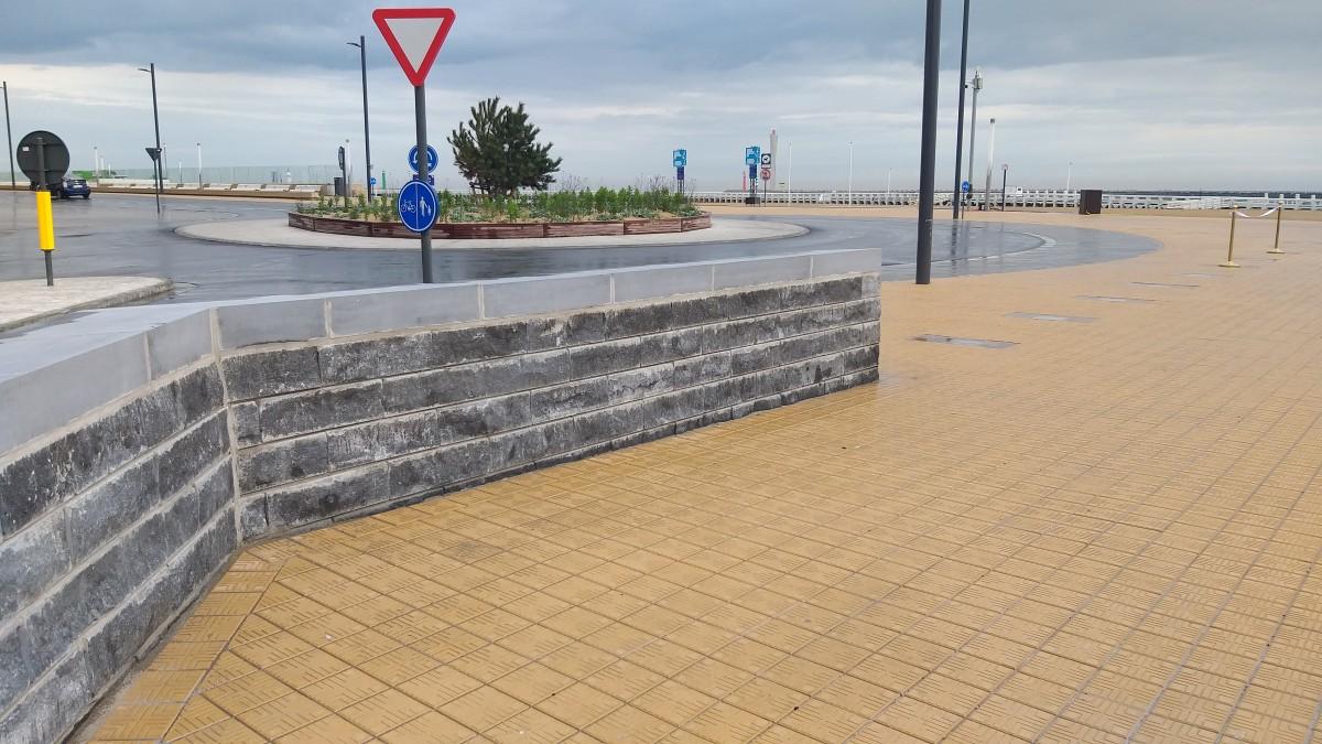 De nieuwe stormmuur tussen Zeeheldenplein en Visserskaai in Oostende