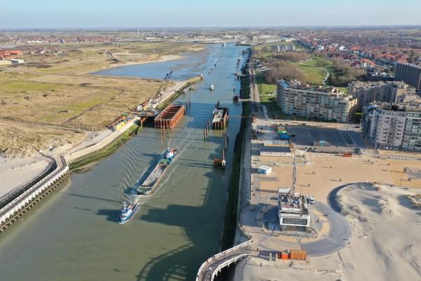 Luchtfoto van de werken aan de stormvloedkering